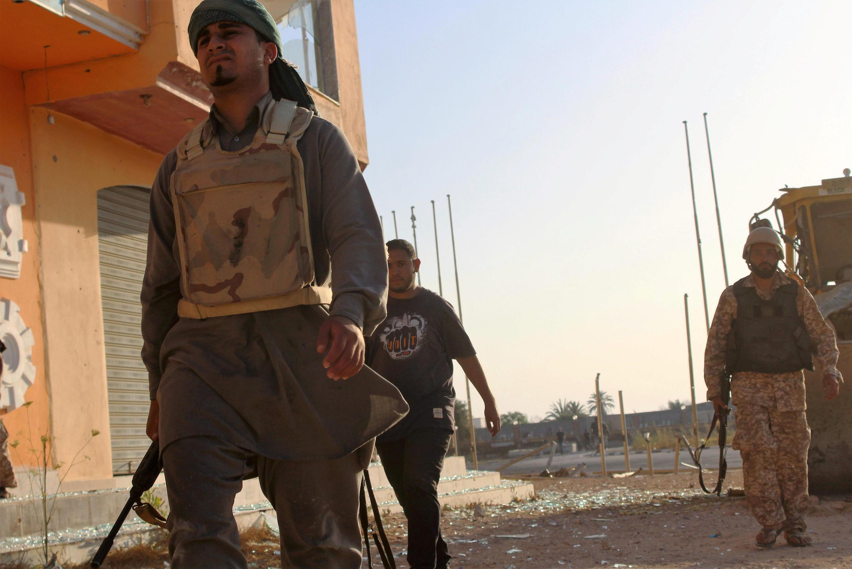 Las fuerzas pro-gubernamentales libias entrando a Sirte en Libia, 9 de junio de 2016.