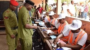 Le personnel militaire tanzanien a déjà voté, ici à Dodoma, le 27 octobre 2020.