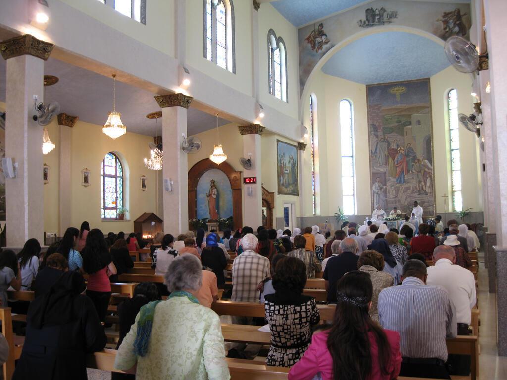 La messe du dimanche dans l'église catholique romaine de Taybeh