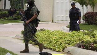 México vive una ola de violencia provocada por el crimen organizado que ha dejado más de 50.000 muertos desde diciembre 2006,cuando el presidente F.Calderón decidió lanzar una ofensiva contra los cárteles del narcotráfico con la participación del ejército.