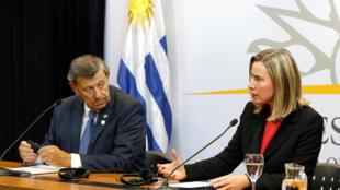La jefa de la diplomacia europea, Federica Mogherini, y el canciller uruguayo, Rodolfo Nin Novoa, durante la conferencia de prensa tras la reunión del Grupo de Contacto, este 7 de febrero de 2019 en Montevideo, Uruguay.