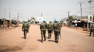 Des casques bleus de la Minusca patrouillent dans le quartier PK12 de la capitale Bangui, le 13 janvier 2020. (Image d'illustration)