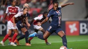 Marie-Antoinette Katoto (direita), atleta do Paris Saint-Germain, apontou três golos frente ao Sporting de Braga.