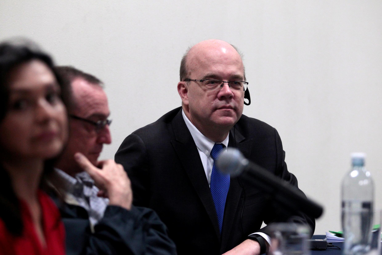 James McGovern en la reunión sobre las víctimas de la guerra civil, en San Salvador, este 28 de enero de 2017.