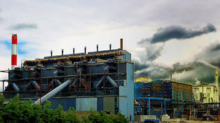 Indústria química na região francesa de Calais.