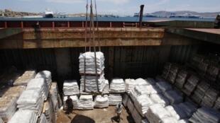 """Ayuda humanitaria a bordo del """"Amalthea"""""""