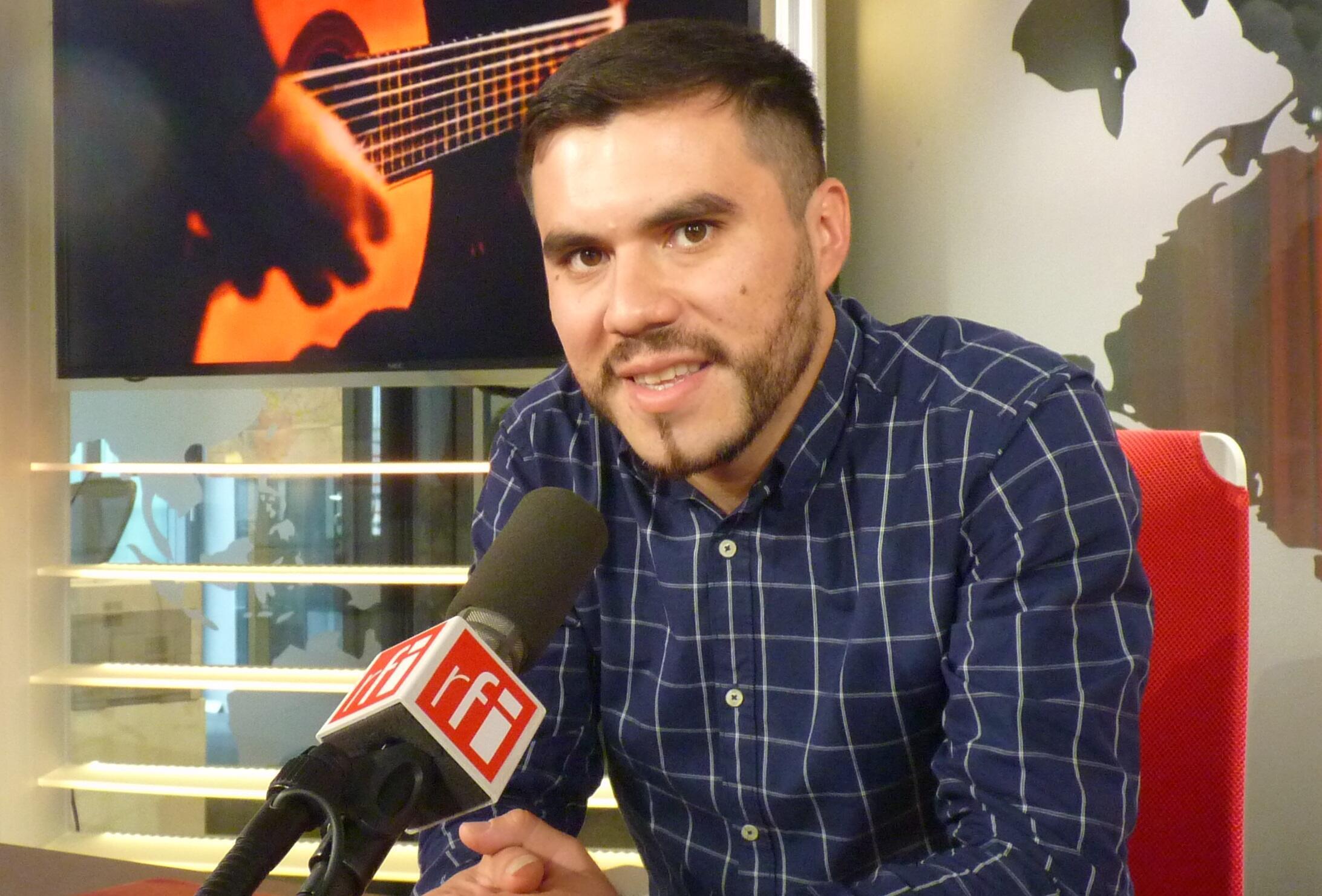 Augusto Ayala en los estudios de RFI