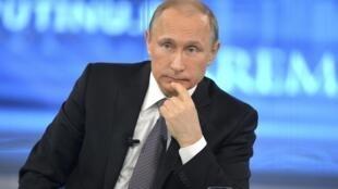 Tổng thống Putin trên đài truyền hình Nga ngày 16/04/2015.