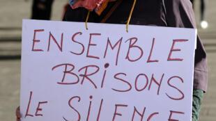 A França assinala um ano sobre a adopção da lei contra o assédio nas ruas