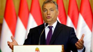 Thủ tướng Hungary Viktor Orban trong buổi họp báo ngày 04/10/2016.