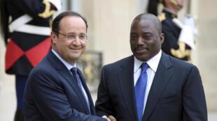 Le président français François Hollande recevant son homologue congolais Joseph Kabila à l'Elysée, le 21 mai 2014.