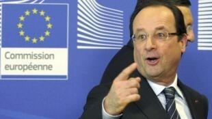 O presidente francês, François Hollande, chega à sede da Comissão Europeia, em Bruxelas, para a conferência sobre o Mali.