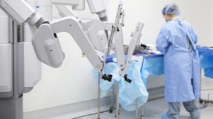 Un bras de chirurgie robotique.