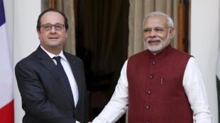 Le président français François Hollande en visite en Inde reçu par le Premier ministre Narenda Modi à New Delhi, le 25 janvier 2016.