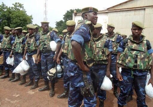 Des militaires burkinabè de la force ouest-africaine déployée en Guinée-Bissau arrivent dans la capitale, le 17 mai 2012.