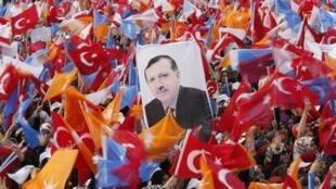 Một cuộc biểu tình ủng hộ ông Erdogan, lãnh đạo chính quyền Thổ Nhĩ Kỳ.