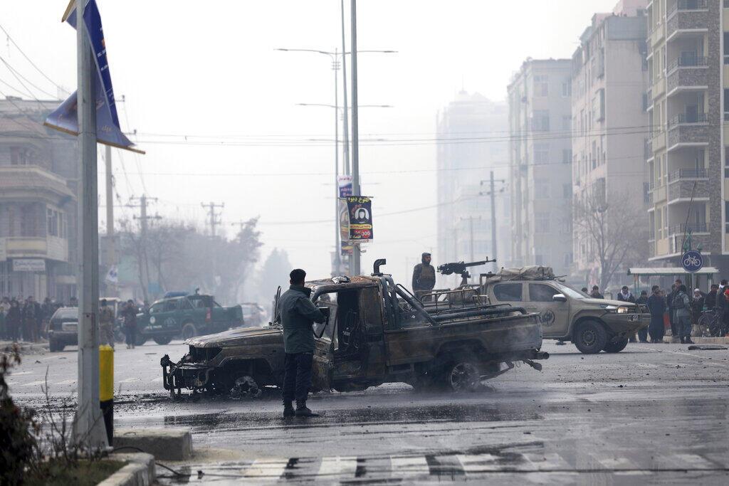 Explosão de carro armadilhado fez 8 mortos e mais de 15 feridos em Cabul, capital do Afeganistão