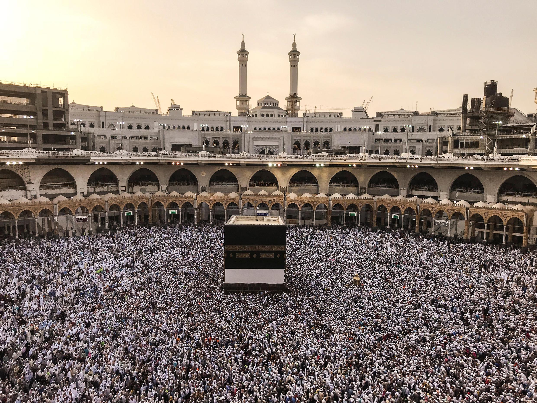 مناسک حج با شرکت بیش از ٢ میلیون مسلمان از سراسر جهان، از یکشنبه ٢٨ مرداد/ ١٩ اوت ٢٠۱٨ در مکه آغاز شد.