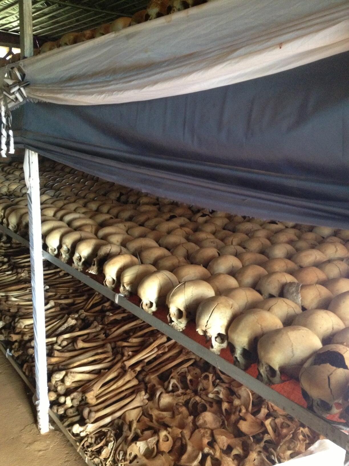 Igreja de Ntarama, onde quase cinco mil refugiados tutsis foram massacrados no dia 15 de abril de 1994.