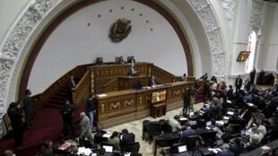 Vista general del Parlamento de Venezuela que este martes vio sus facultades de control  sobre los poderes judicial, electoral y ciudadano parcialmente anuladas por la Corte Suprema.