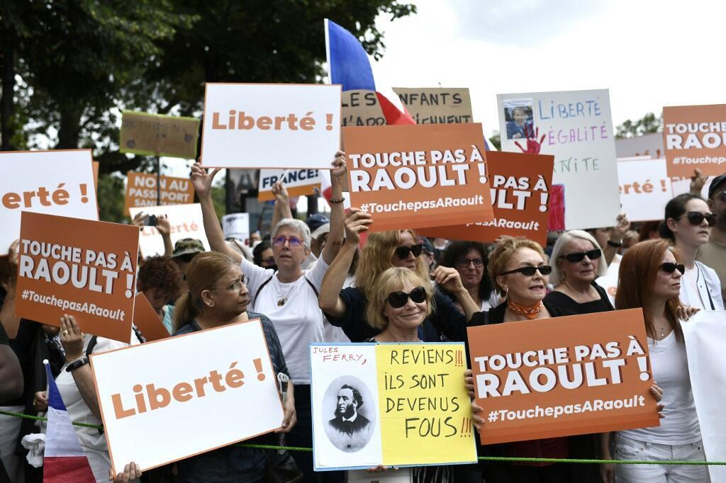 Protests health pass France