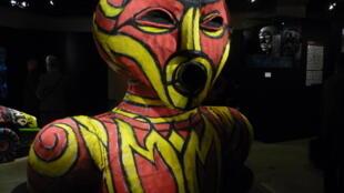 """Le Vaval de Hervé Breuze dans l'exposition """"Mascarades et Carnavals"""" au musée Dapper à Paris."""