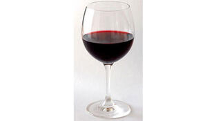 Le vin rouge consommé modérément est bénéfique pour la santé selon une étude de l'Inserm.