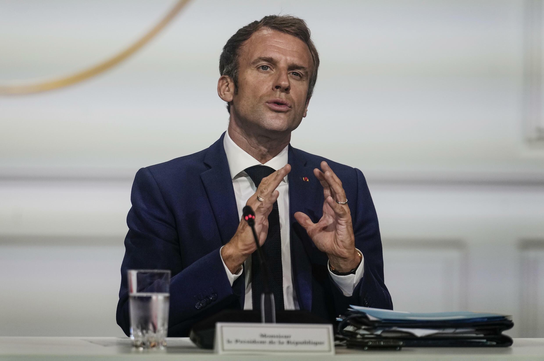 Emmanuel Macron habla durante una videoconferencia en el palacio presidencial del Elíseo, el 4 de octubre de 2021 en París