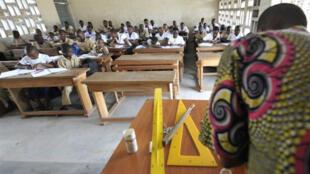 Rentrée scolaire dans le quartier de Koumassi à Abidjan, mardi 26 avril 2011.
