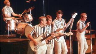 Les Beach Boys en concert, en 1964, en Californie. Au centre, Brian Wilson.