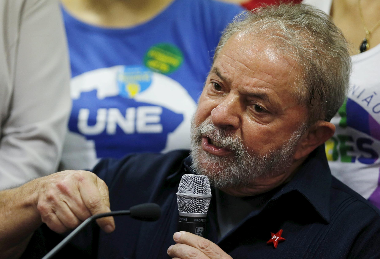 Aliye kuwa rais wa Brazil Luiz Inacio Lula da Silva, anashtumiwa kupewa hongo na shirika la mafuta la serikali la Petrobas.
