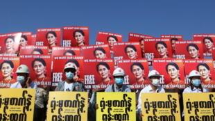 2021-02-15T234743Z_1785303735_RC2WSL9J7RJH_RTRMADP_3_MYANMAR-POLITICS