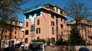 Une œuvre réalisée par le Français Julien «Seth» Mallad, le 9 avril 2015 dans le quartier de Tor Marancia, au sud de Rome. Elle fait parti du projet «Big City Life», conçu par 999Contemporary.