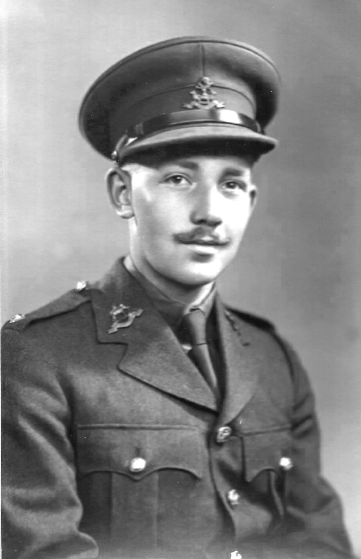 Капитан британской армии Том Мур