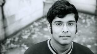 Né en 1971, Amal Sewtohul est diplomate et romancier.