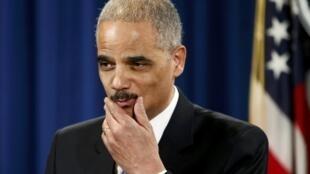 """Eric Holder dijo que la gravedad de la filtración justificó la aplicación de """"medidas muy agresivas"""", aunque se desligó de cualquier responsabilidad."""