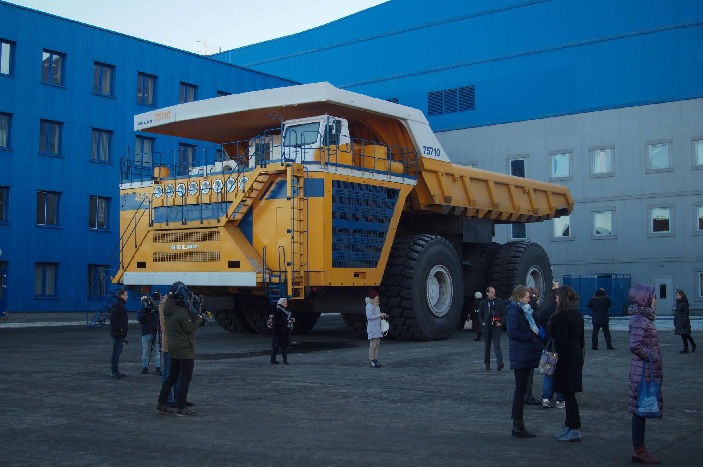 На заводе БелАЗ побывала делегация региона Верхняя Франция