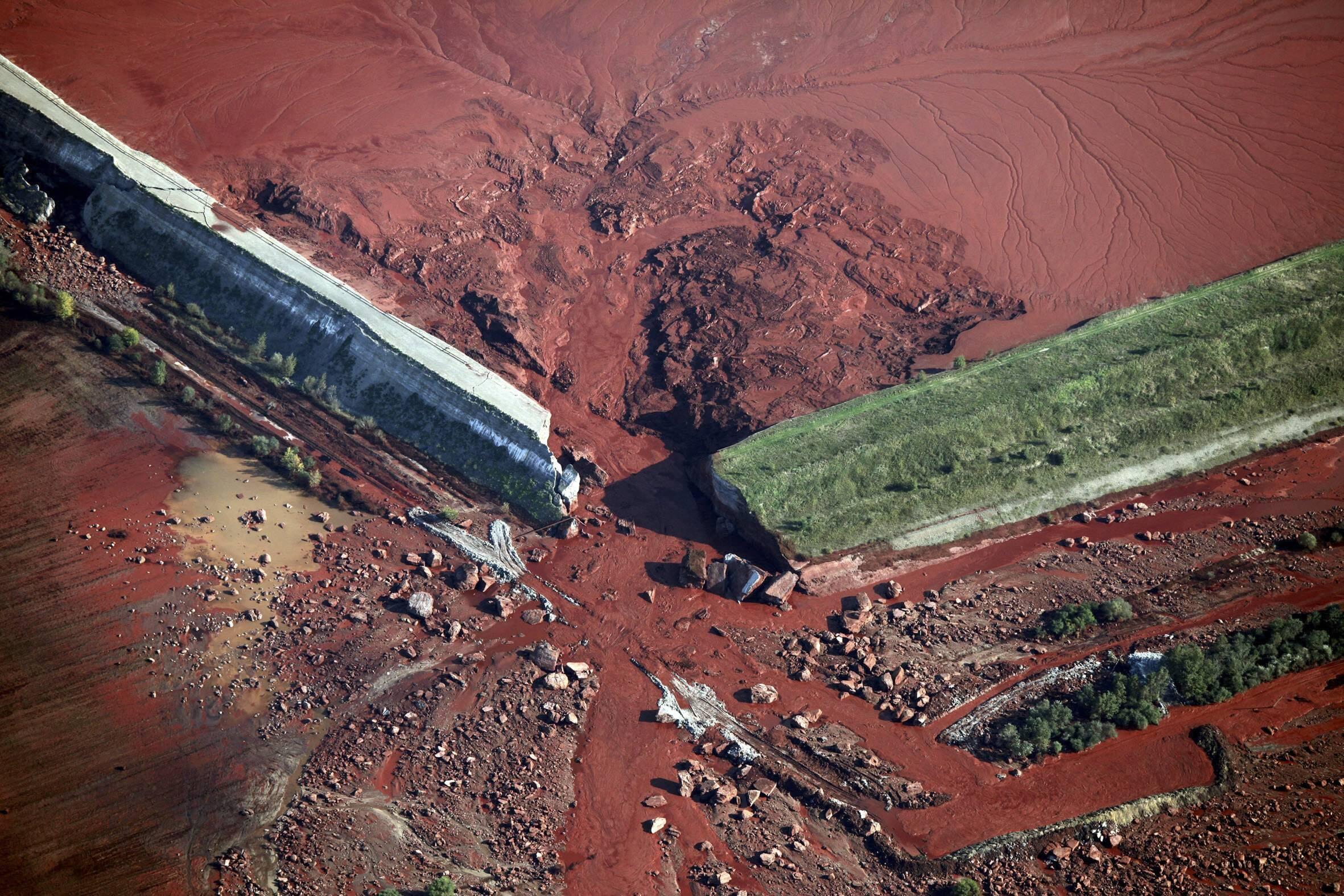 Hungary đã từng gặp tai nạn vỡ đê hồ chứa bùn đỏ vào năm 2010.