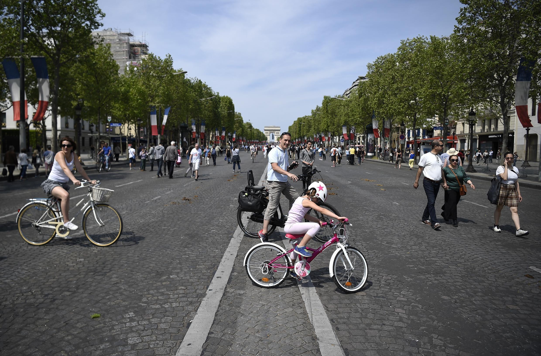 A avenida Champs Elysées agora será reservada para pedestres.