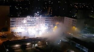 Une quarantaine d'individus ont attaqué au mortier d'artifice un commissariat à Champigny, près de Paris.