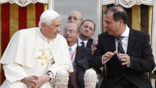 本篤十六世和馬耳他總統喬治·阿貝拉(George Abela)在國際機場 (2010年4月17日)