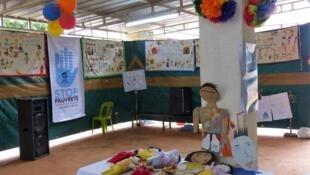 Les œuvres des enfants de l'une des écoles Tapori de l'Île Maurice.