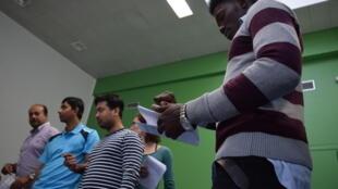 Le BAAM (Bureau d'Accueil et d'Accompagnement des Migrants) à Paris propose des ateliers théâtre pour réfugiés, migrants, demandeurs d'asile, chaque mercredi.
