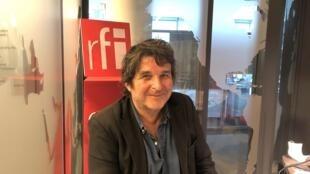 Frédéric Pajak, écrivain et dessinateur, en studio à RFI (septembre 2020).