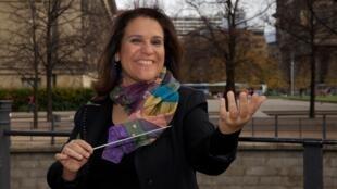 A maestrina Andrea Botelho divulga a música brasileira através de corais na Alemanha.