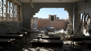Une salle de classe endommagée après un bombardement dans le village de Hass, dans le sud de la province syrienne d'Idleb, le 26 octobre.