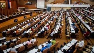 Assembleia nacional de Cuba, por ocasião da revisão da constituição, que continua a ser de regime de partido único