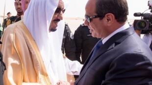 ملک سلمان پادشاه جدید عربستان شخصاً ازعبدالفتاح سیسی رئیس جمهوری مصر استقبال کرد. یکشنبه ١٠ اسفند/ اول مارس ٢٠١۵