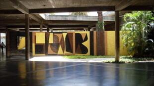 Peinture murale à l'Université centrale du Venezuela de Vasarely.
