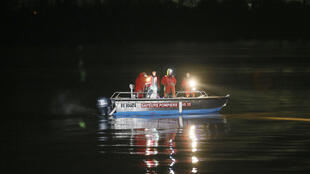 Rescue workers search for the bodies in the Dordogne river